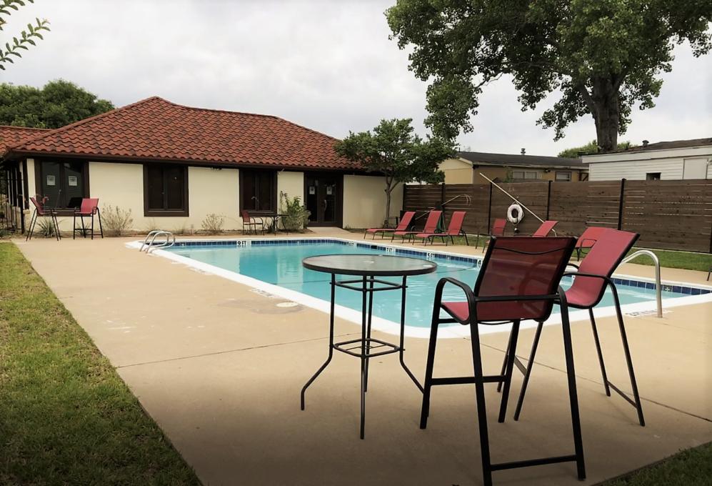 Estancia Pool & Clubhouse